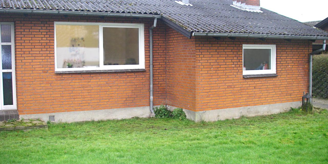 Parcelhus med dreje-kip vinduer