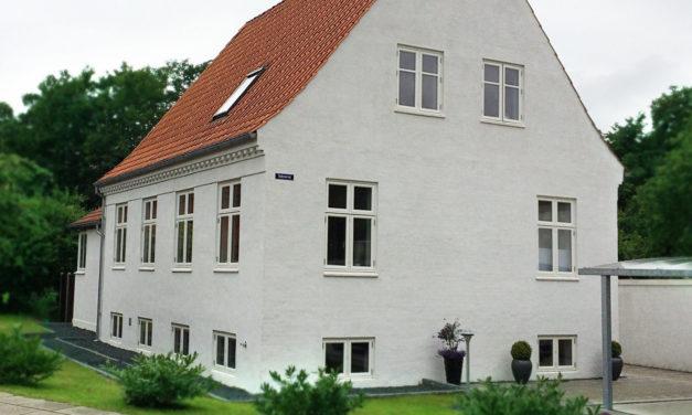Muremestervilla med nye dannebrogsvinduer