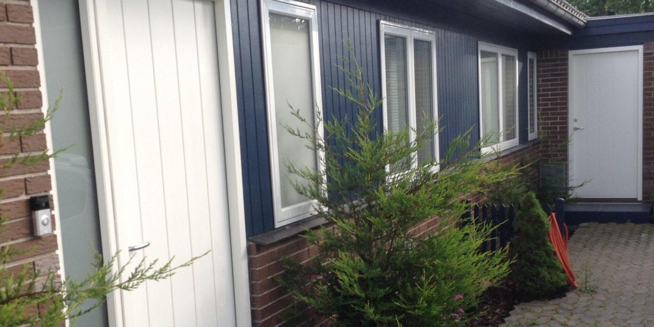 Flot løsning med træ-alu til 70er bolig