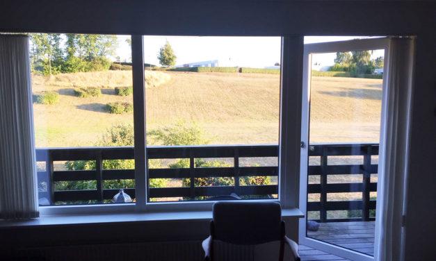 Træ-alu vinduer i forskellige farver indvendig og udvendig